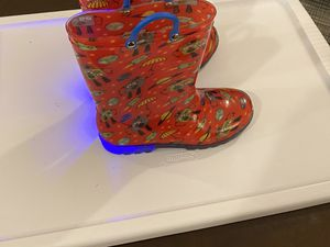 kids light up rain boots size 1 for Sale in Brooklyn, NY