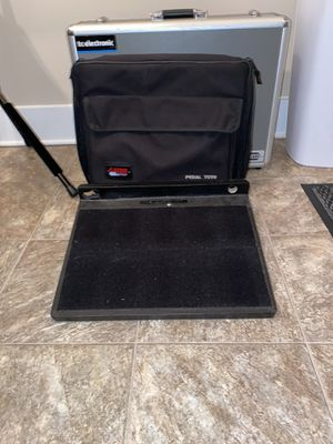 Gator Pedalboard and Carry case for Sale in Vance, AL