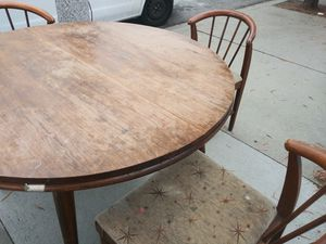 Round Belgium walnut tbl. Give me a offer. Then we can talk for Sale in Long Beach, CA