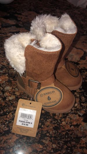 Baby girl boots size 6 for Sale in Deltona, FL