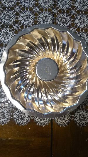 Metal decorative hanging bundt pan for Sale in Freeland, PA
