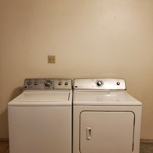 SET WASHER AND DRYER MAYTAG GOOD CONDITION BOTH ELECTRIC KING SIZE CAPACITY PLUS for Sale in Fort Worth, TX