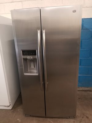 Maytag side by side fridge ice maker water dispenser working for Sale in Aurora, IL