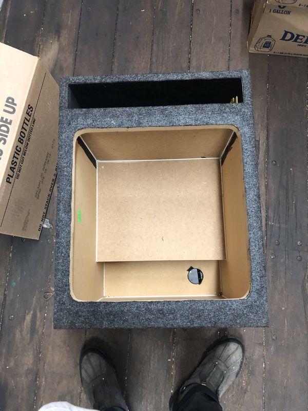 """KICKER L7 15"""" VENTED BOX ALMOST NEW"""