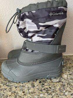 Columbia Snow Boots Size 3 (Big Kids) for Sale in Tigard,  OR