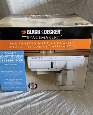 Black Decker 12 cup coffee maker (white) under the counter for Sale in Fontana, CA