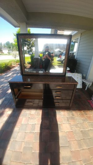 Dresser with mirror for Sale in Bartow, FL