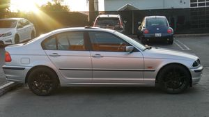 Bmw 325i Automatic 4 door sedan for Sale in Puyallup, WA