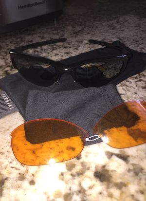 Men's Oakley sunglasses with interchangeable lenses like new worn once or twice for Sale in San Bruno, CA
