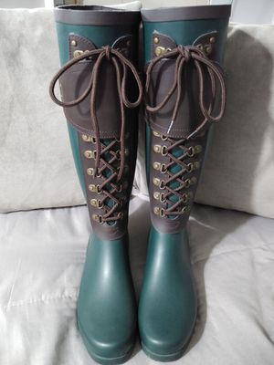 New UGG Madelynn Rain Boots 7 7.5 for Sale in Miami, FL