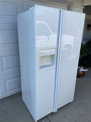 General electric refrigerator for Sale in Monterey Park, CA