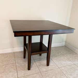 STANDARD FURNITURE PENWOOD DARK CHERRY BROWN WOOD 4 SEAT CAPACITY SQUARE COUNTER HEIGHT DINING TABLE for Sale in Doral, FL