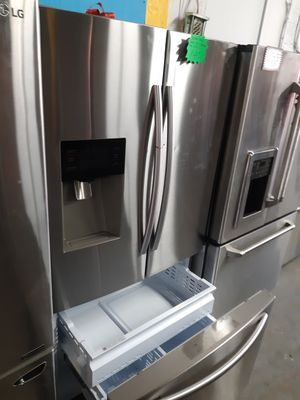 SAMSUNG STAINLESS STEEL FRENCH DOORS FRIDGE WORKING PERFECTLY 4 MONTHS WARRANTY for Sale in Baltimore, MD