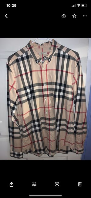 Burberry Size L for Sale in Queens, NY