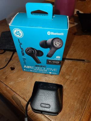 JLAB EARBUDS CHARGUER for Sale in Santa Fe Springs, CA