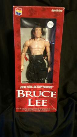 """12"""" OR 1/6 SCALE BRUCE LEE REAL ACTION HERO FIGURE BY MEDICOM TOY MADE IN JAPAN for sale  box used missing jacket for Sale"""