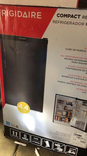 Mini Fridge /Mini Refrigerador 4.4 ft for Sale in Riverbank, CA