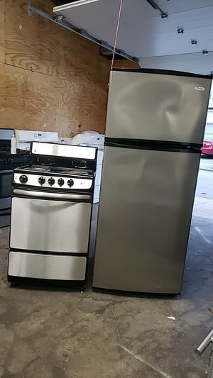 Ge electric stove 24 inches and Whirpool stain steel Refrigerator for Sale in Pawtucket, RI