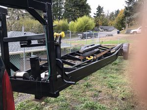 Three axle boat trailer, 2000 quality trailer. Electric over hydraulic brakes for Sale in Fairview, OR