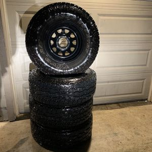 285/75R16 TOYO for Sale in Milwaukie, OR