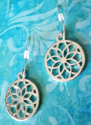 Shipping Only: New hypo-allergenic small 1 1 /4 inch long silvertone circle dangle earrings for Sale in Fullerton, CA