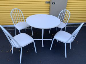 White kitchen table with 4 chairs for Sale in Delray Beach, FL