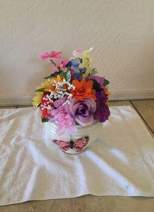 Spring floral arrangement for Sale in Surprise, AZ