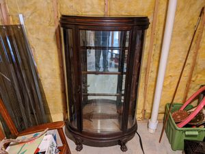 Antique bow front china cabinet for Sale in Kennesaw, GA