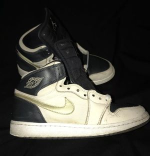Nike Air Jordan 1 og Navy Blue/Ivory/Gold Boys size 6 pre-owned for Sale in Pittsburgh, PA
