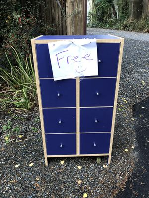 Free Dresser for Sale in Normandy Park, WA