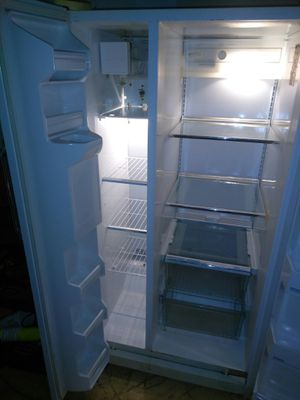 Refrigerator w/ice side by side 175.00 for Sale in Detroit, MI