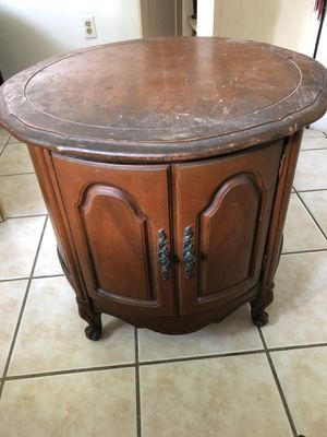 ANTIQUE WOODEN END TABLE for Sale in Houston, TX