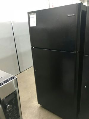 Frigidaire Refrigerator - Black for Sale in St. Louis, MO