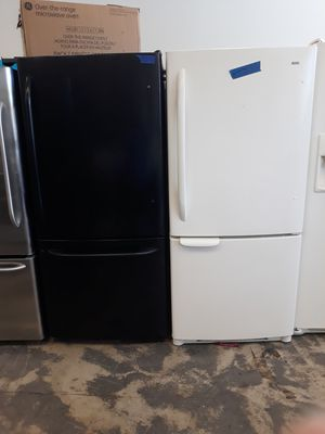 Black top and bottom freezer refrigerator excellent conditions 4month warranty for Sale in Bowie, MD