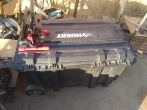 Husky tote 55gal with handle wheels for Sale in Fresno, CA
