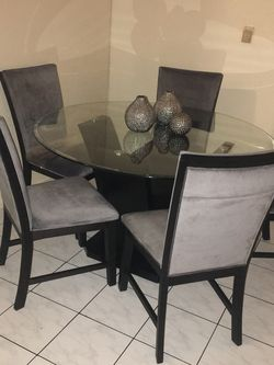 Dining Table With 5 Chairs for Sale in Torrance,  CA