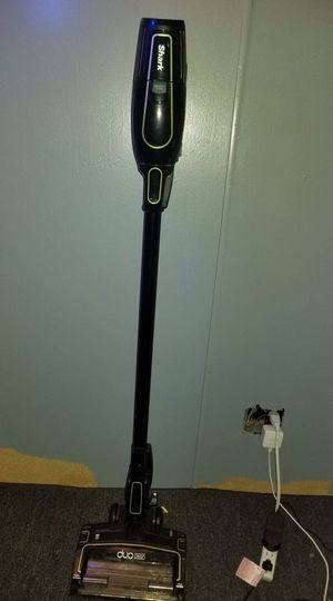 Shark Ion x40 cordless vacuum for Sale in Belleville, IL