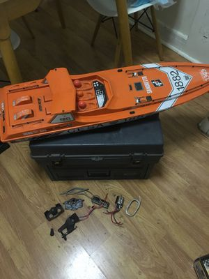 Rc boat needs to be put together for Sale in Los Angeles, CA