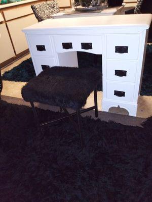 Used solid wood vintage desk for Sale in Huntington Park, CA