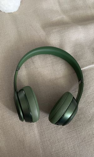 Beats by Dre solo : hunter green : slightly damaged for Sale in Delray Beach, FL