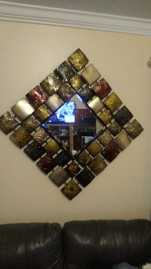 Wall decorative mirror for Sale in Apopka, FL