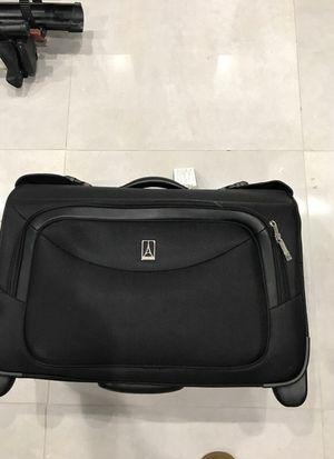 Travel lodge garment bag suitcase platinum magma for Sale in Fort Lauderdale, FL