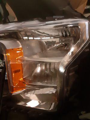 2018 Ford F150 driver head light for Sale in Miami Gardens, FL