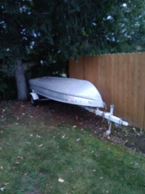 16ft Sea King aluminum boat with a 5 and 1/2 johnson motor on the back for Sale in Verona, PA