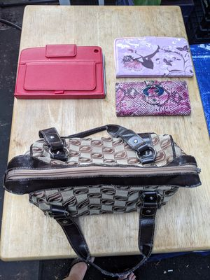 1 purse and 3 wallets all for $5 for Sale in Ocean Ridge, FL