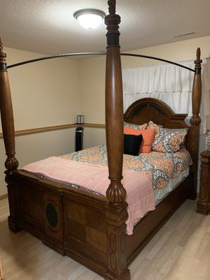 Queen bedroom set for Sale in Rochester, MN