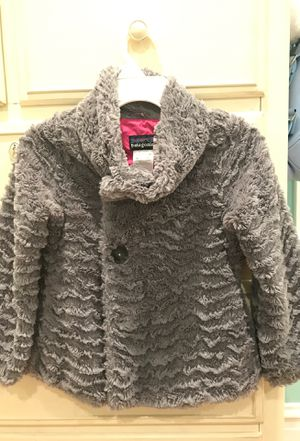 Patagonia girls 5/6 nice jacket gray color for Sale in Chicago, IL