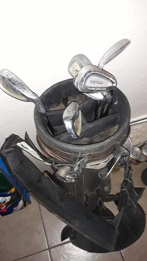 Petswick x7 and Wilson colf clubs with bag for Sale in Mesa, AZ