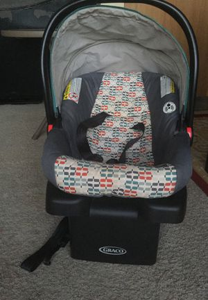 Graco car seat for babies from ( 4-30) LB for Sale in Sterling Heights, MI