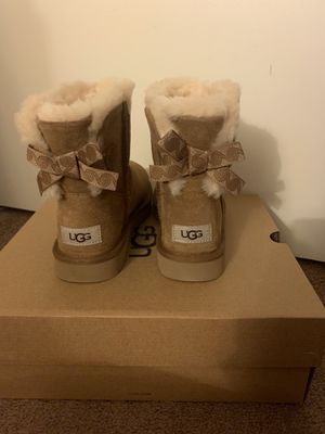 100% Authentic Brand New in Box UGG Swirl Mini Bow Boots / Color: Chestnut / Women size 5, 6, 7 for Sale in Lafayette, CA